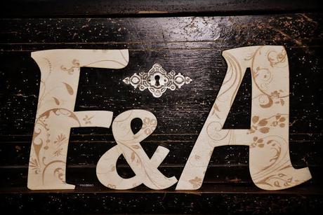 Drevené iniciály,