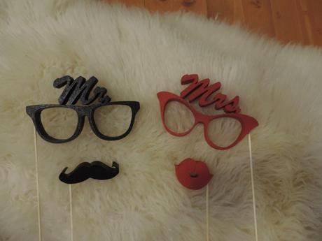 Okuliare + fúziky + pery,