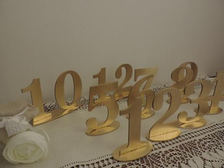 Zlaté čísla na svadobné stoly,