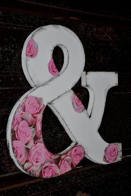 Znak & ,