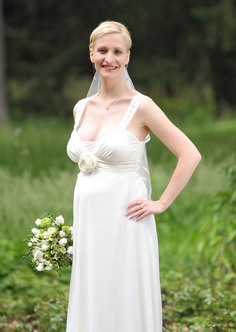 Svatební šaty nejen pro těhotné, 38