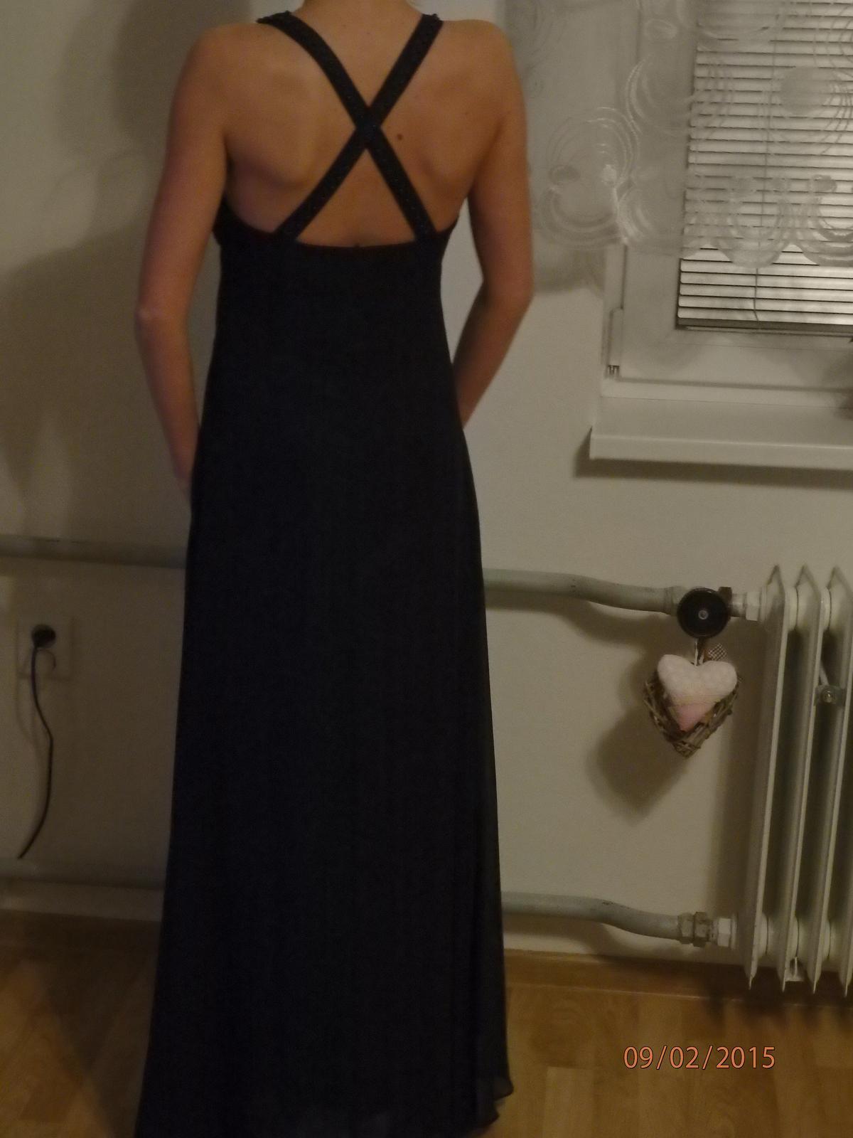 d767df2c5607 Čierne spoločenské šaty s veľkým výstrihom