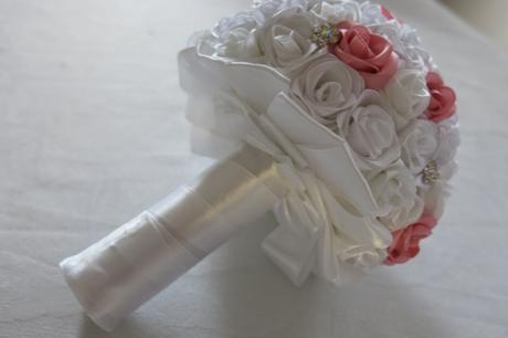 Svatební kytička ze saténové stuhy,