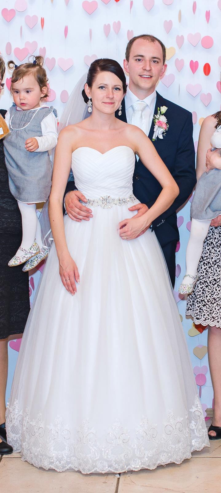 1f64cc5d5 Snehovobiele svadobné šaty s čipkou, 36 - 100 € | Svadobný bazár |  Mojasvadba.sk