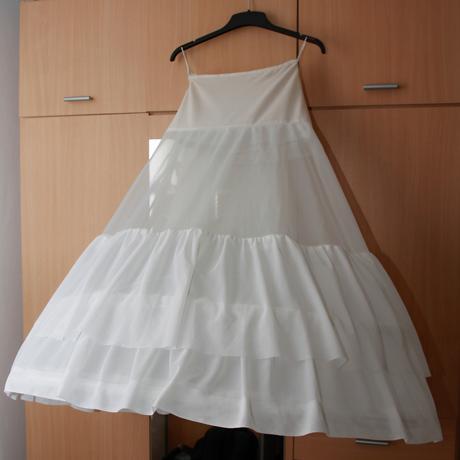 Svatební šaty se zdobeným dekoltem+spodnička, 40