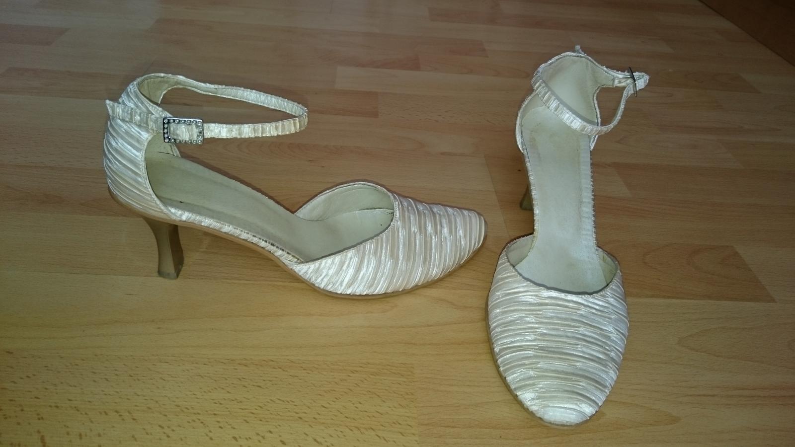 f893e6ed2fd Svatební obuv barva krémová