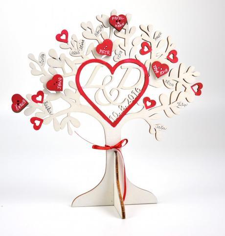 Svatební strom s iniciály,