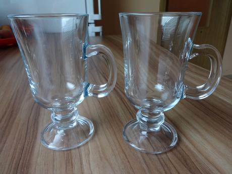 Sklenené a keramické poháre, hrnčeky - 9 ks,
