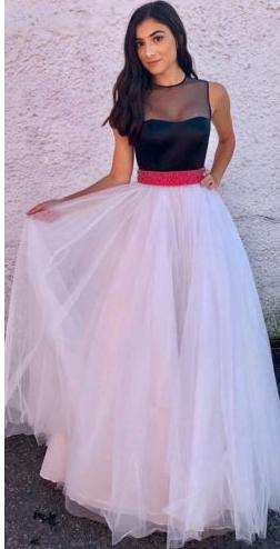2d29f9db0426 Dlhé spoločenské šaty zdobené stužkou
