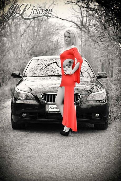 Červené extravagantné šaty, M