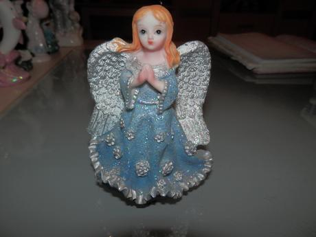Soška trblietavý modrý anjelik ,