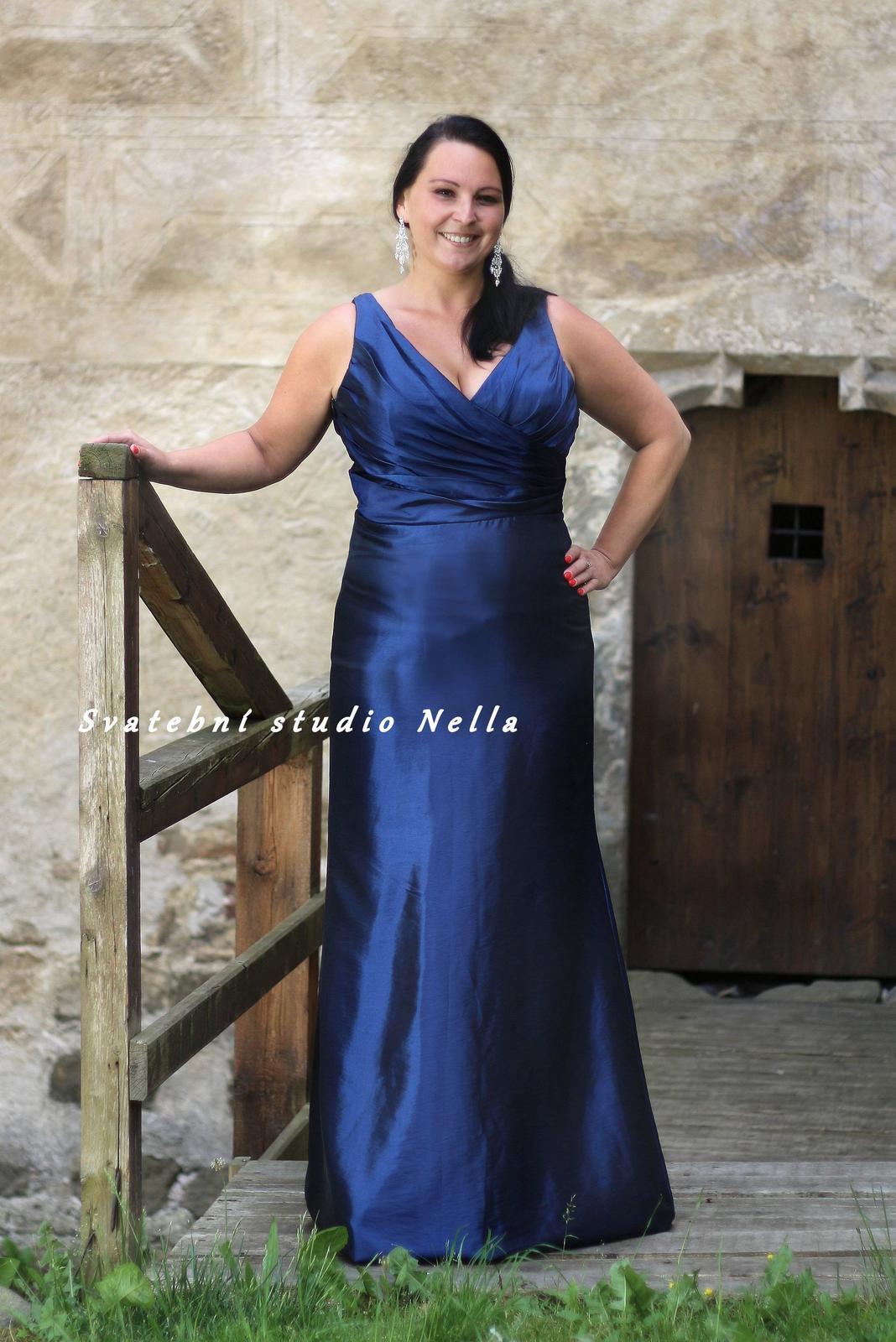 Dlouhé společenské plesové šaty modré 8e29d9f368
