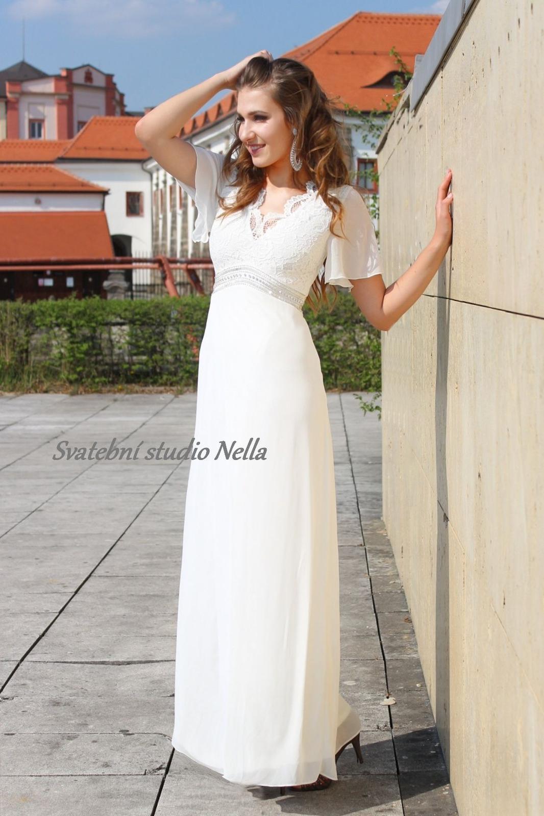 ad77a0400ef6 Empírové svatební šaty s krajkou a rukávkem