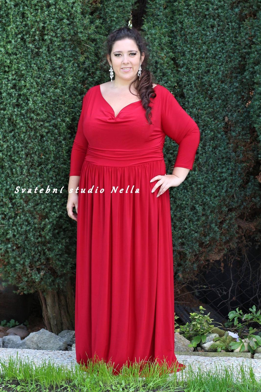 e041d0528fd Plesové šaty červené - velikost 52