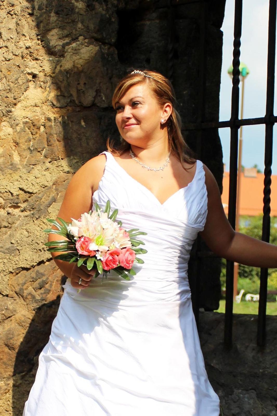 Svatební šaty n22 pro plnoštíhlé d8b8d6c3f7