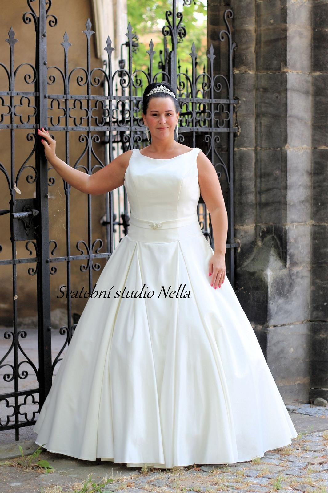 Svatební šaty ok11 pro plnoštíhlé d1fc01c2d3