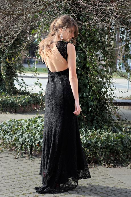 Dlouhé společenské šaty černé krajkové, 38
