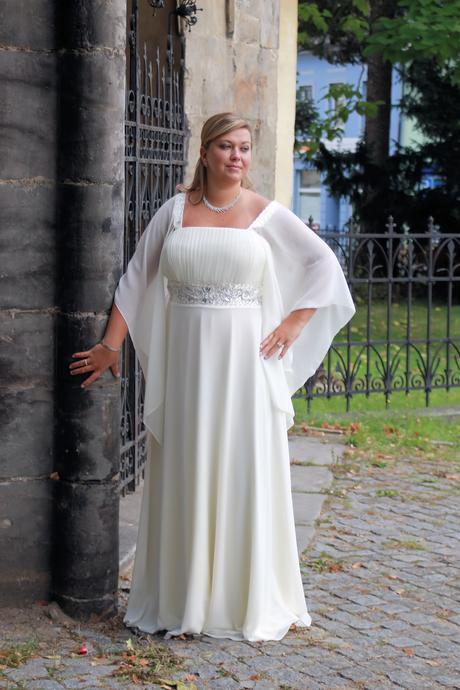 Dlouhé společenské šaty pro plnoštíhlé - půjčovné, 48