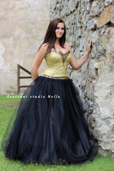 Plesové šaty černé se zlatou - půjčovna, 42