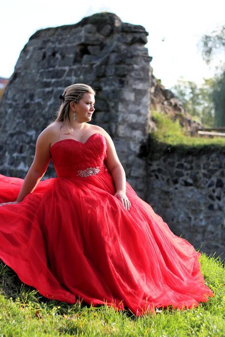 Plesové šaty červené pro plnoštíhlé - půjčovné, 48