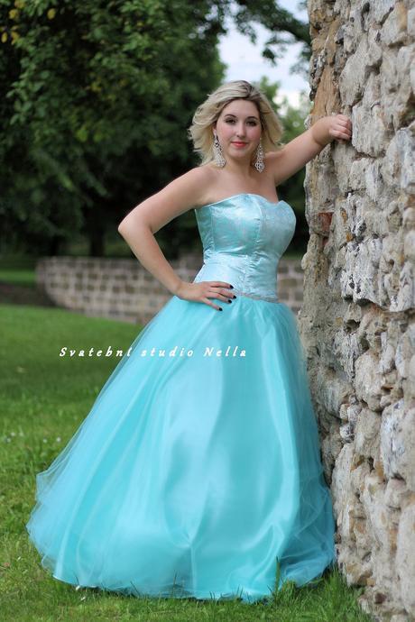 Plesové šaty mentolové - půjčovna, 46