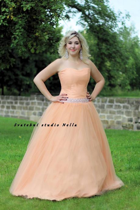 Plesové šaty meruňkové - půjčovna, 46