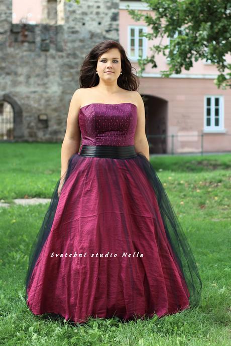 Plesové šaty růžové pro plnoštíhlé - půjčovné , 46