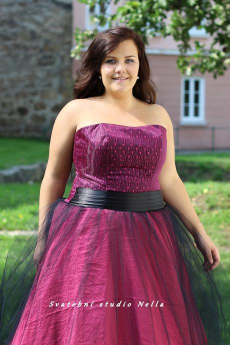 Plesové šaty růžové pro plnoštíhlé - půjčovné , 50