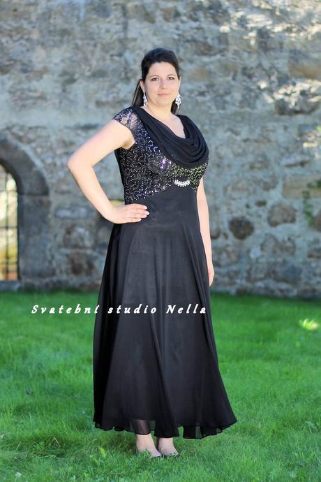 Půjčíme dlouhé společenské šaty černé s vodou, 46