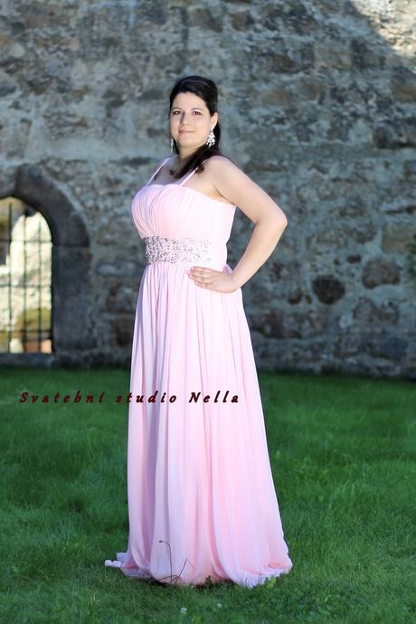 Půjčíme dlouhé společenské šaty růžové, 46