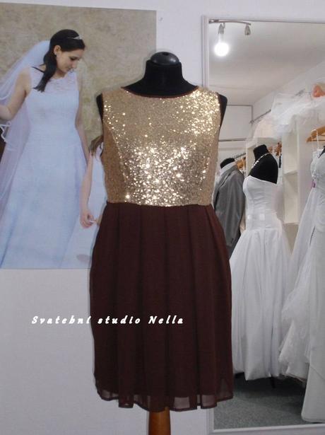 Půjčíme krátké společenské šaty hnědé se zlatou, 48