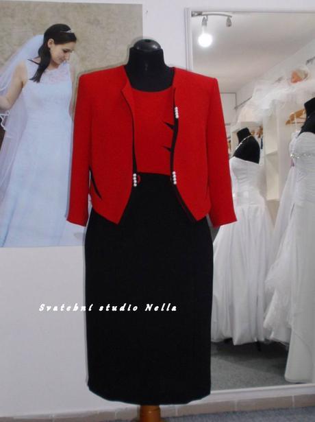 Půjčíme krátké společenské šaty - kostýmek červený, 48