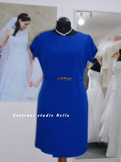 Půjčíme krátké společenské šaty modré, 48