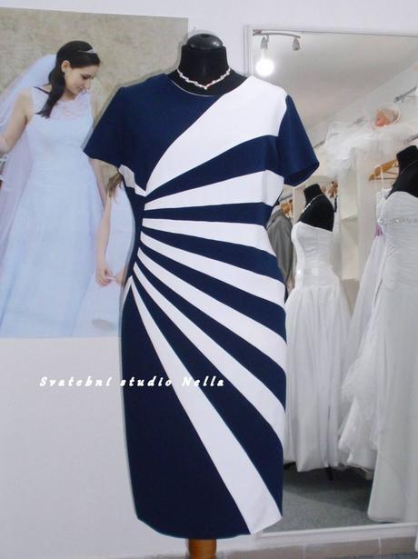 Půjčíme krátké společenské šaty modré, 50