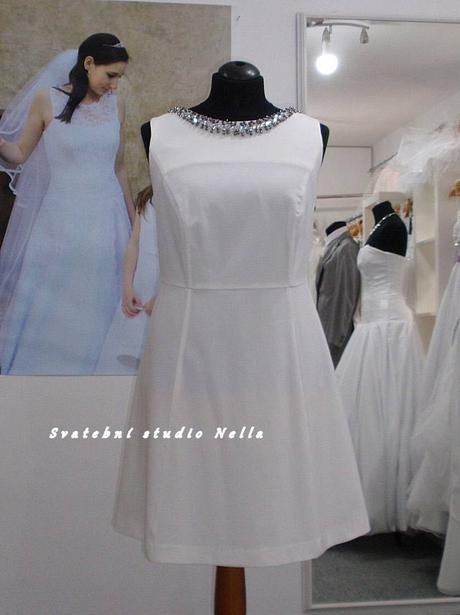 Půjčíme krátké společenské šaty světle smetanové, 48