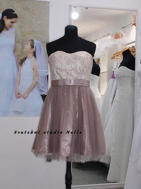 Půjčíme krátké tylové společenské šaty béžové, 40