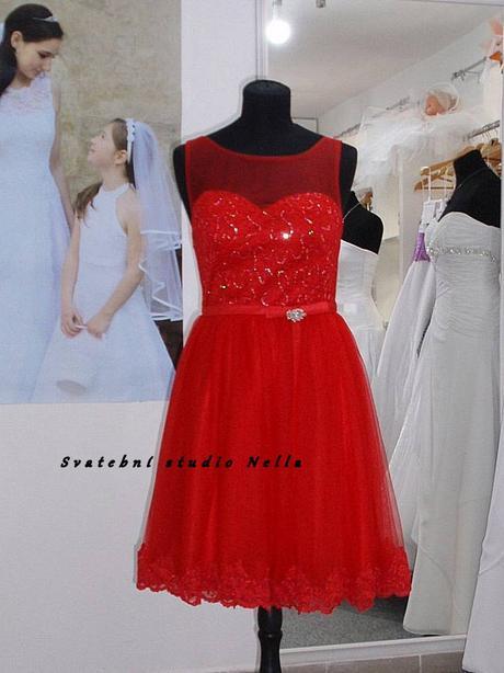 Půjčíme krátké tylové společenské šaty červené, 38