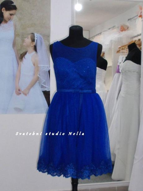 Půjčíme krátké tylové společenské šaty modré, 38