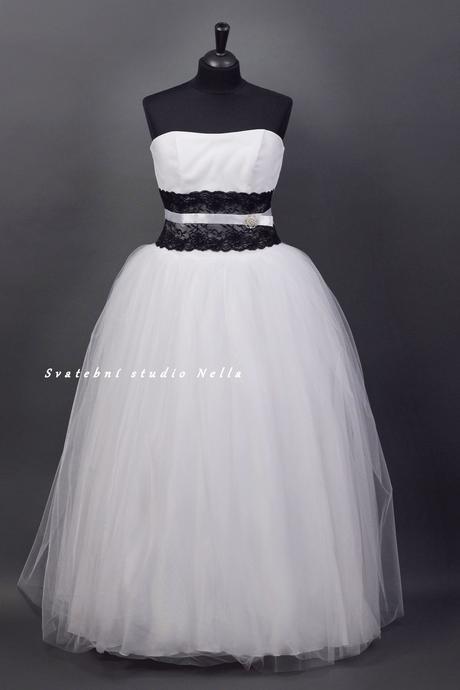 Svatební šaty bílé s černou krajkou , 46