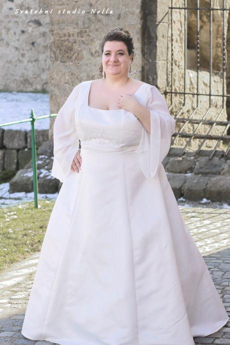 Svatební šaty nadměrné velikosti, 52
