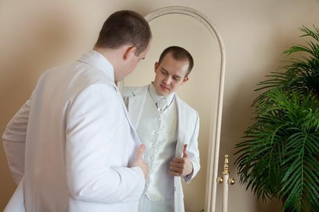 Výprodej - Bílý svatební oblek, 52