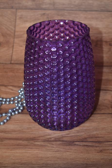 Fialová váza,