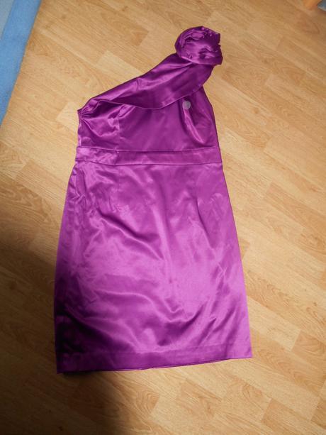 Krátke fialové spoločenské šaty, 40
