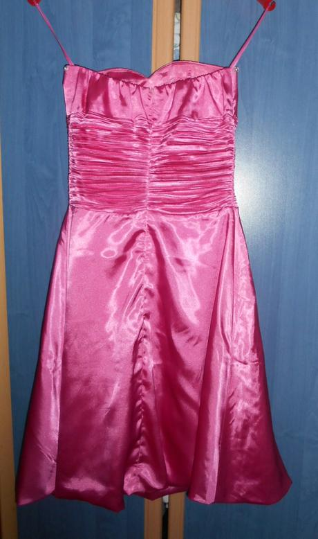 Ružové spoločenske šaty, 36