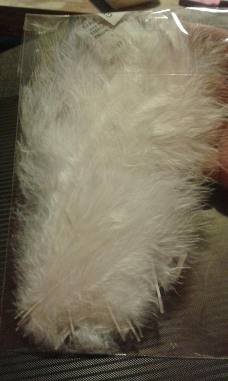 Pštrosí peří délka 12-17 cm,