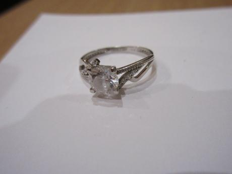Prsteň z bieleho zlata, nenosený,