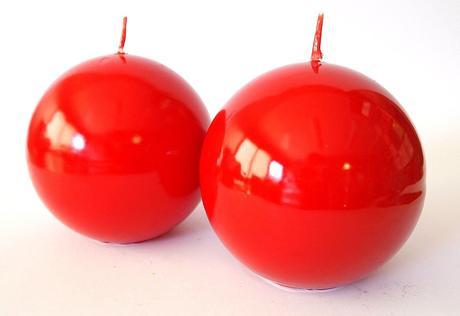 Sviečka guľa červená 8cm,