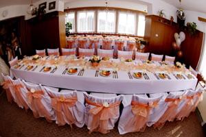 Svatební potahy na židle - pronájem - akce,