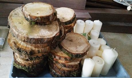 Přírodní dřevěné tácky se svíčkami,