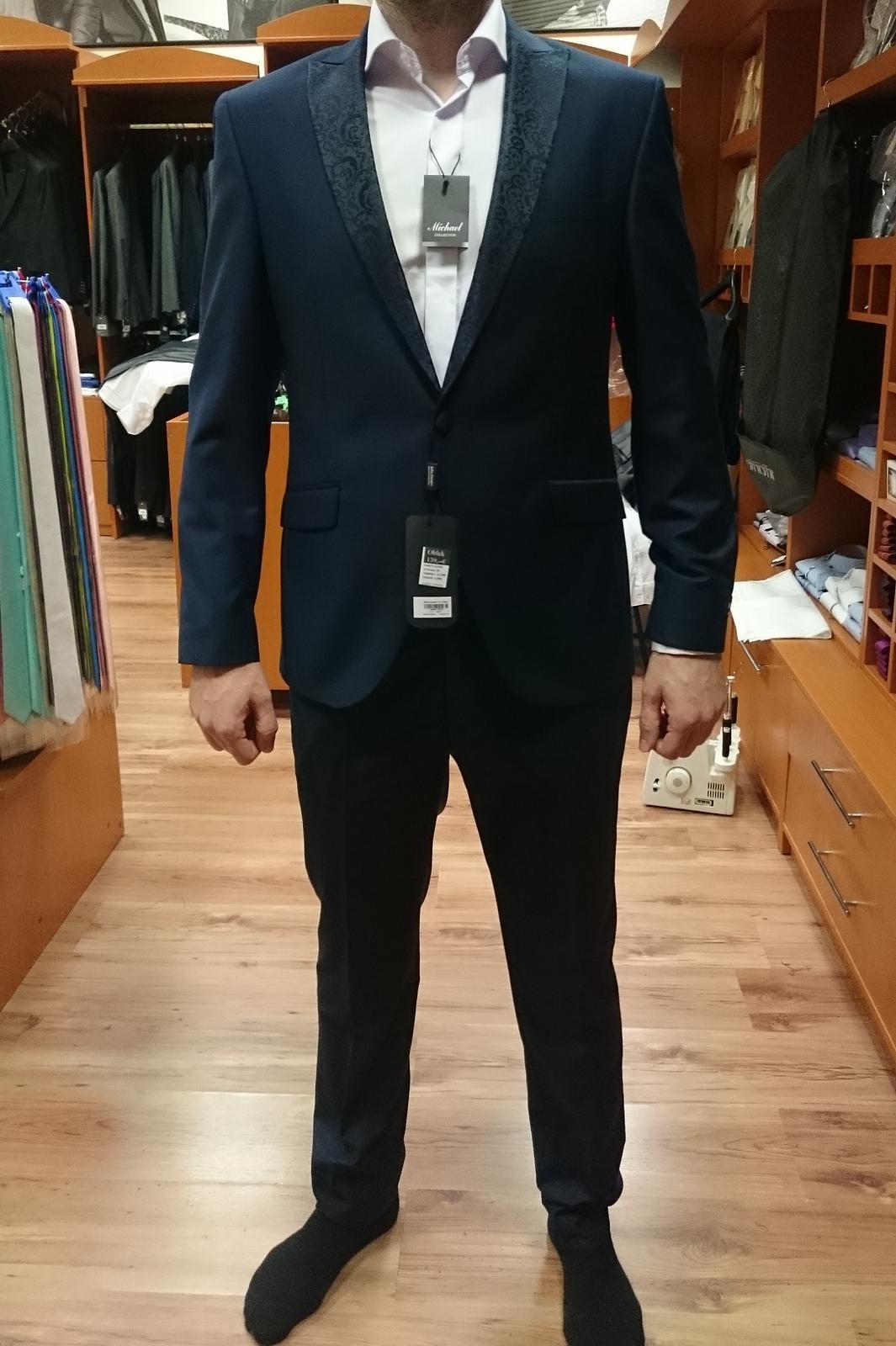 967bd257a2a9 Tmavomodrý svadobný oblek